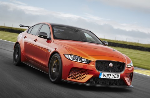 Nový Jaguar XE SV Project 8